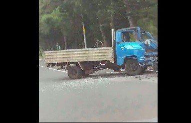 澎湖縣馬公市安宅安逸湖段,發生一起小貨車與重機對撞意外。記者徐如宜/翻攝