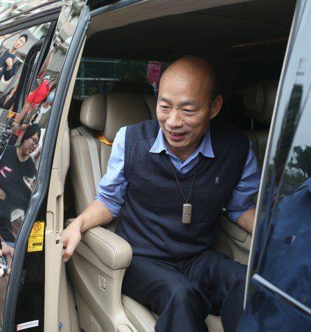 高雄市長韓國瑜從大陸返國後,昨天參加私立正修科大音樂活動,面對媒體追問是否參選2...