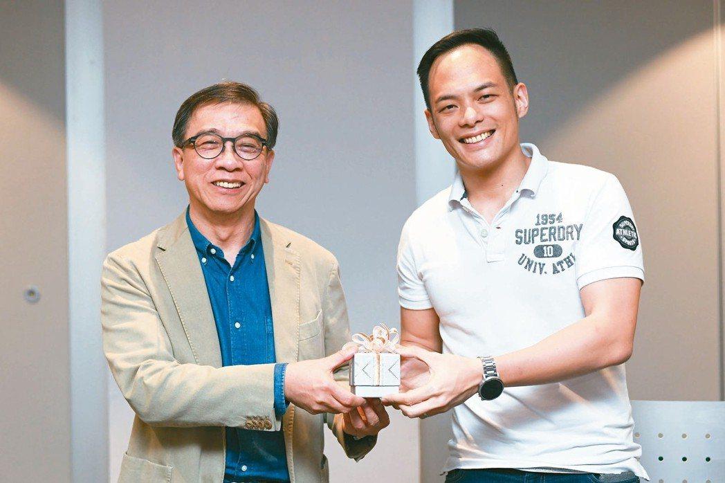 台灣大總經理鄭俊卿(左)將擔任凱擘董事長。 台灣大/提供