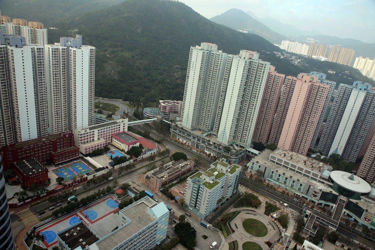 「看不到未來」香港年輕人出走台灣。香港中國通訊社