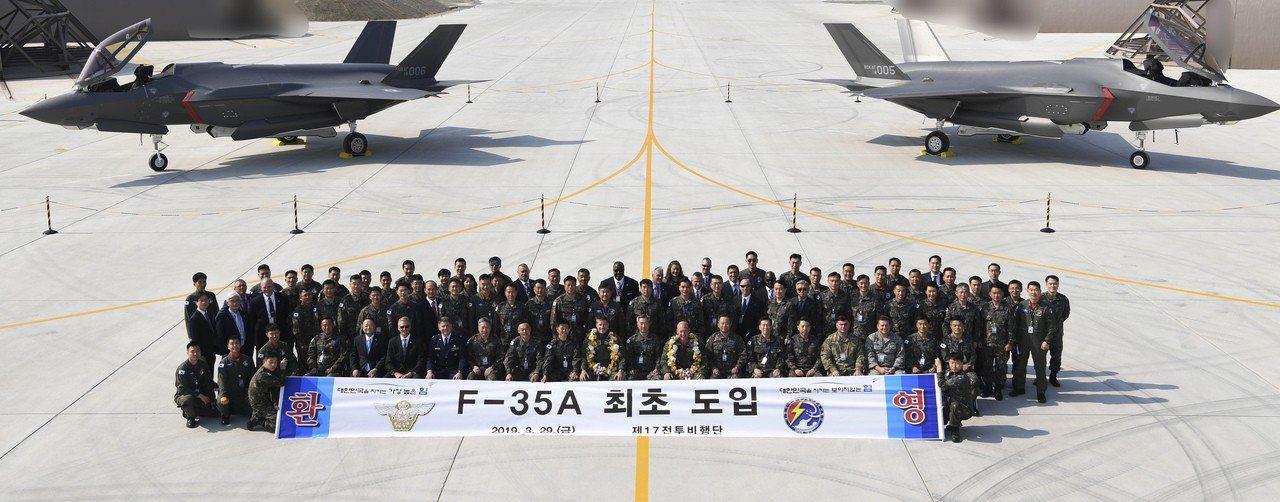 南韓接收首批美隱形戰機,恐刺激北韓。 美聯社