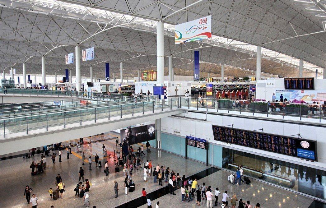 香港爆麻疹疫情,因有空服員和機師相繼確診,香港機場為染疫高危區。(新華社資料照)...