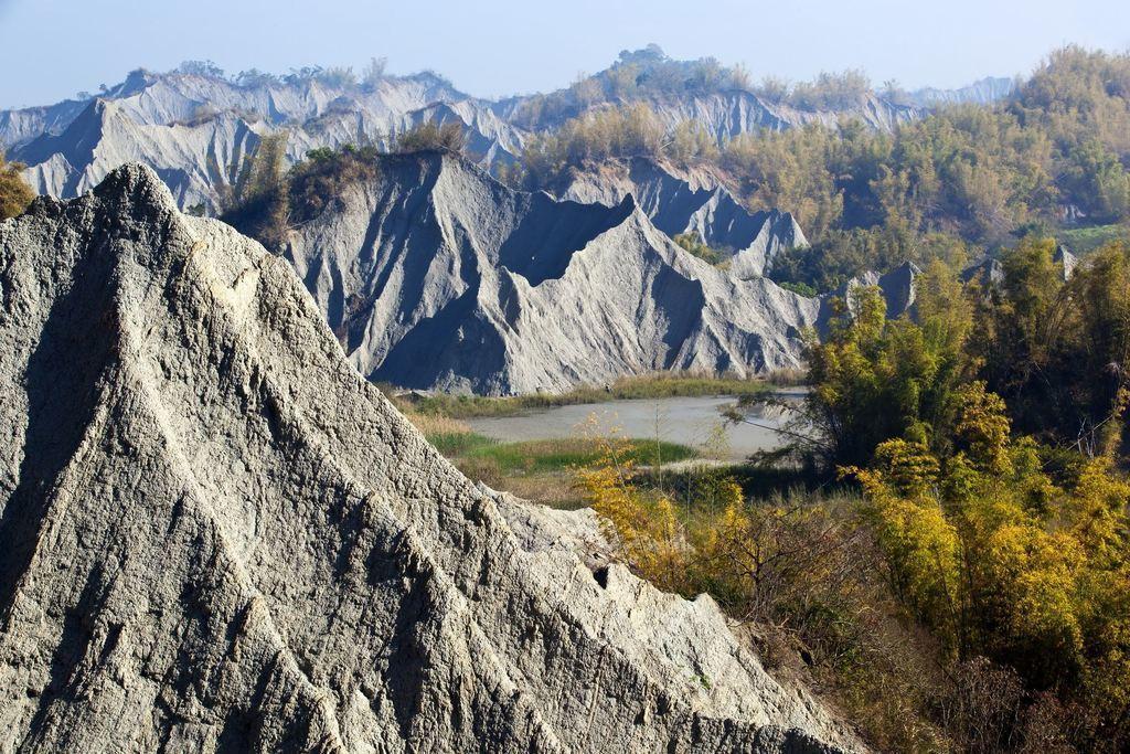 圖/稜脊和溝谷密佈的特殊地形。截自台南旅遊網。