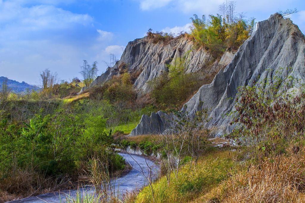 圖/草山月世界彎曲的河道景。截自台南旅遊網。