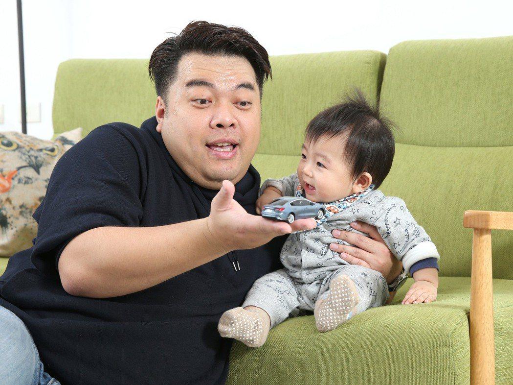 車線記者布萊恩以福特車主身分,與寶貝兒子體驗全新Ford Focus。 記者林澔...