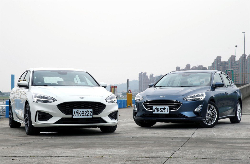 Ford Focus 5D ST-Line(左) & Ford Focus 4D。 記者林澔一/攝影