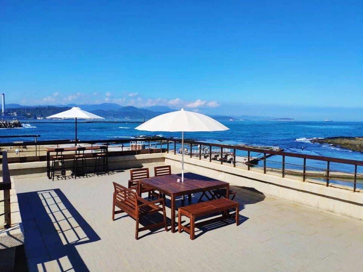 和平島公園擁有北海岸獨特海蝕地景,園內有十大守護岩,各具特色,也有多家特色餐廳。...