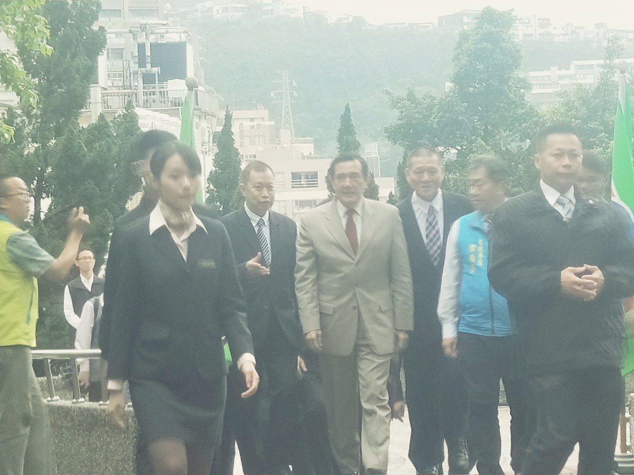 前總統馬英九今天到基隆時回應兩個字尊重。記者游明煌/攝影