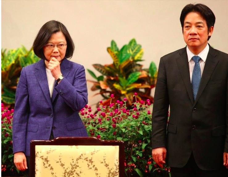 行政院前院長賴清德(右)、總統蔡英文(左)。圖/本報資料照