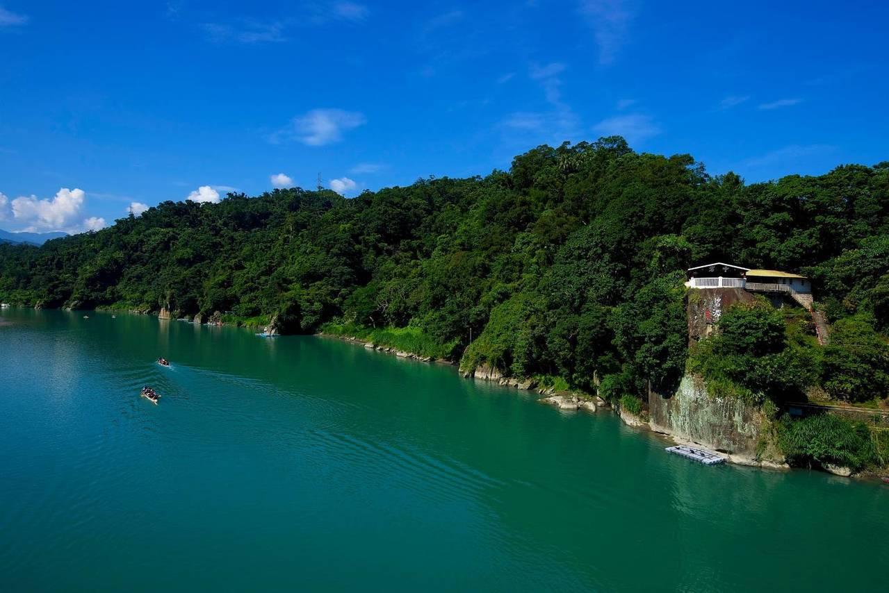 林務局羅東林區管理處今天與臺灣自然科技學會,簽訂「保安林公私協力─共同營造棲地多...