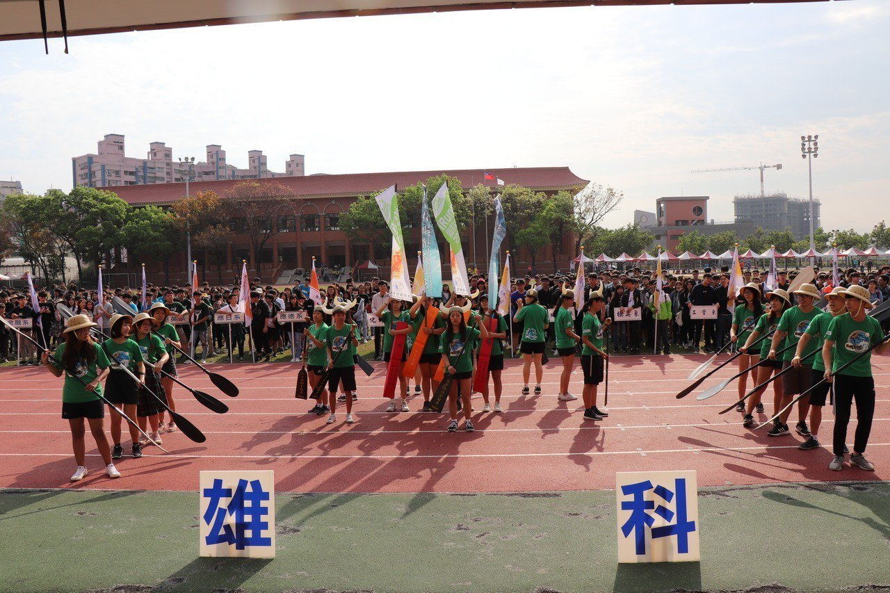 高雄科技大學舉辦第一屆全校運動會,主題為「We are One Team」。記者...