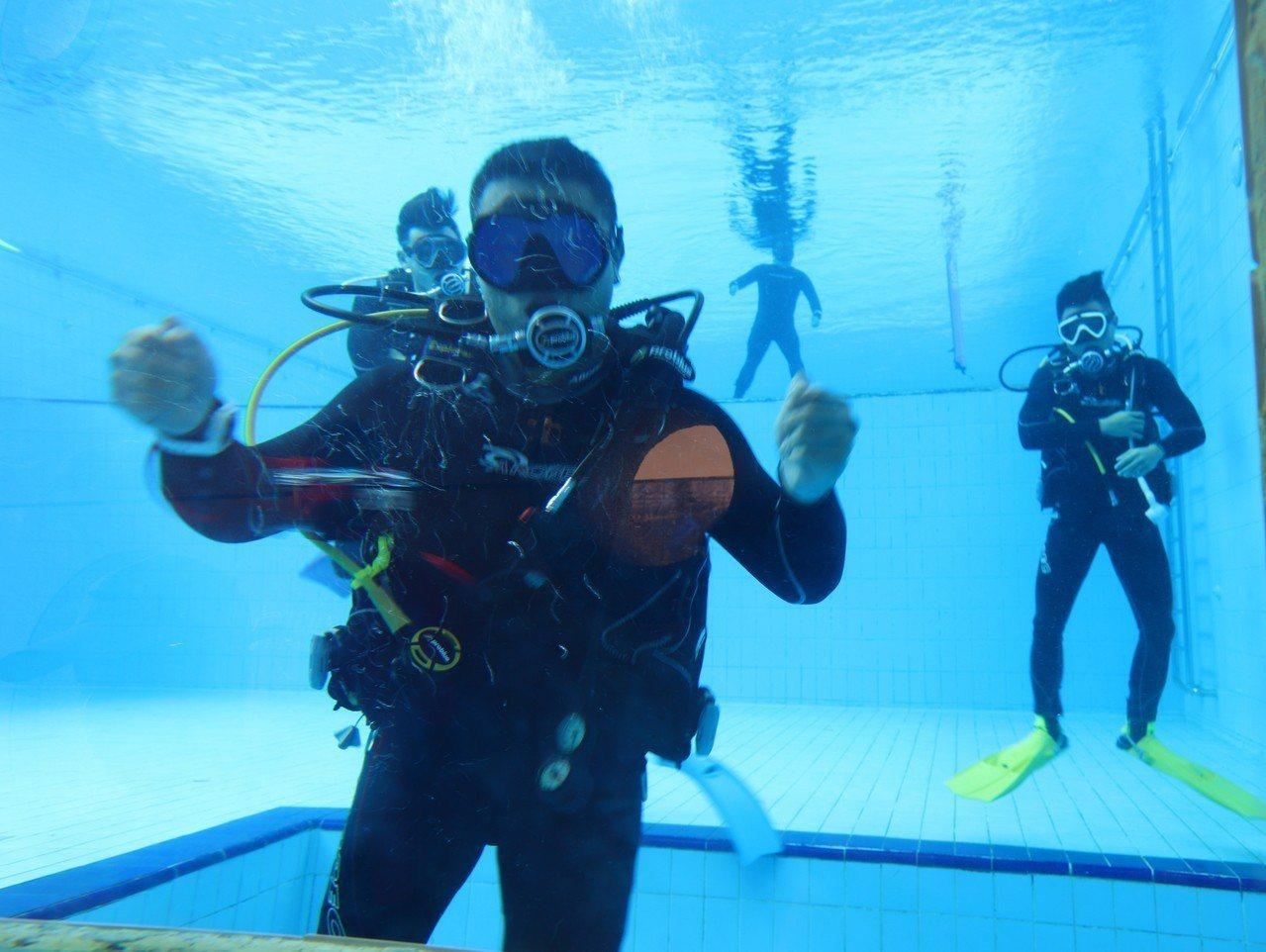 高科大在第一屆全校運動會推出科技潛水演示與體驗。記者徐如宜/攝影