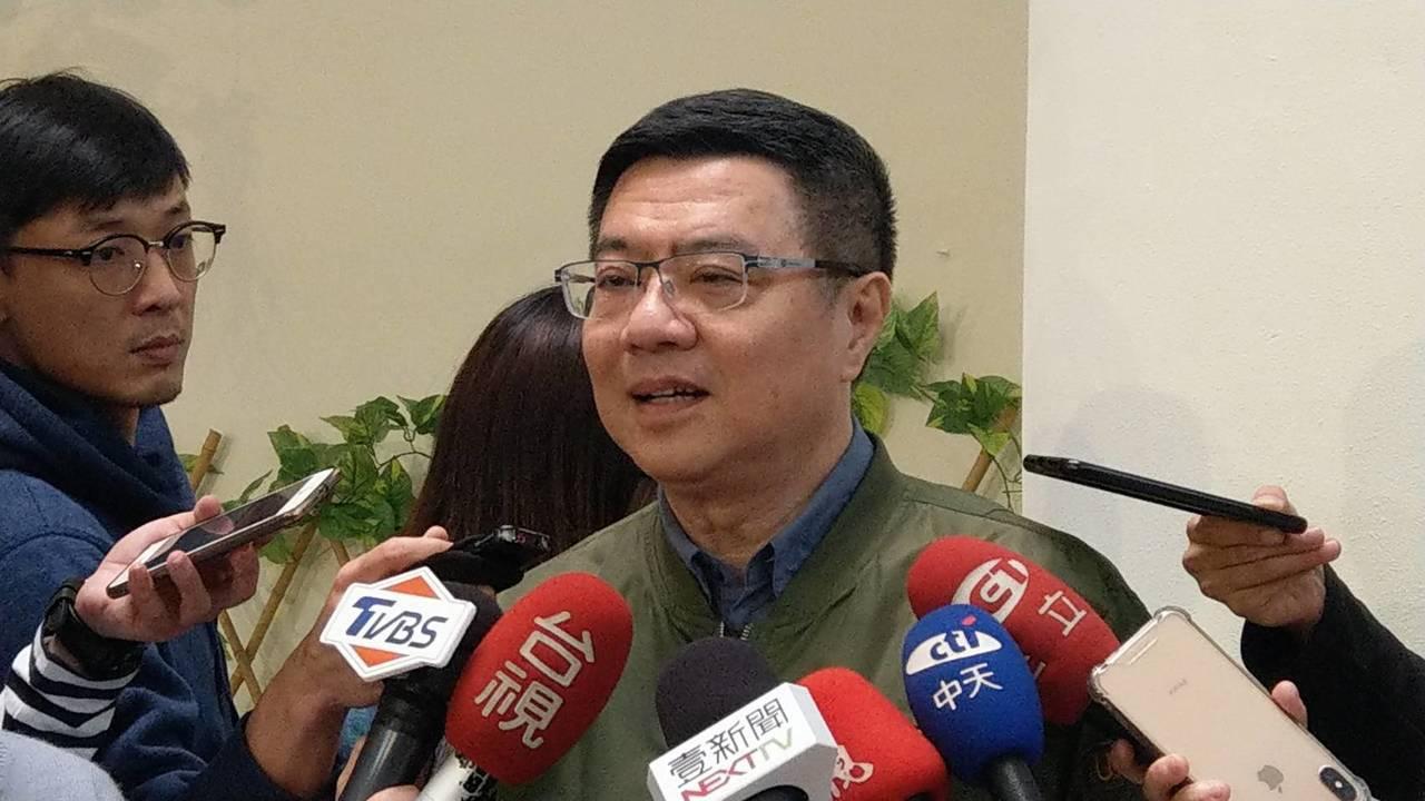 民進黨主席卓榮泰下午到台北市議會參加市議員簡舒培舉辦的2019春天感恩茶會和「1...