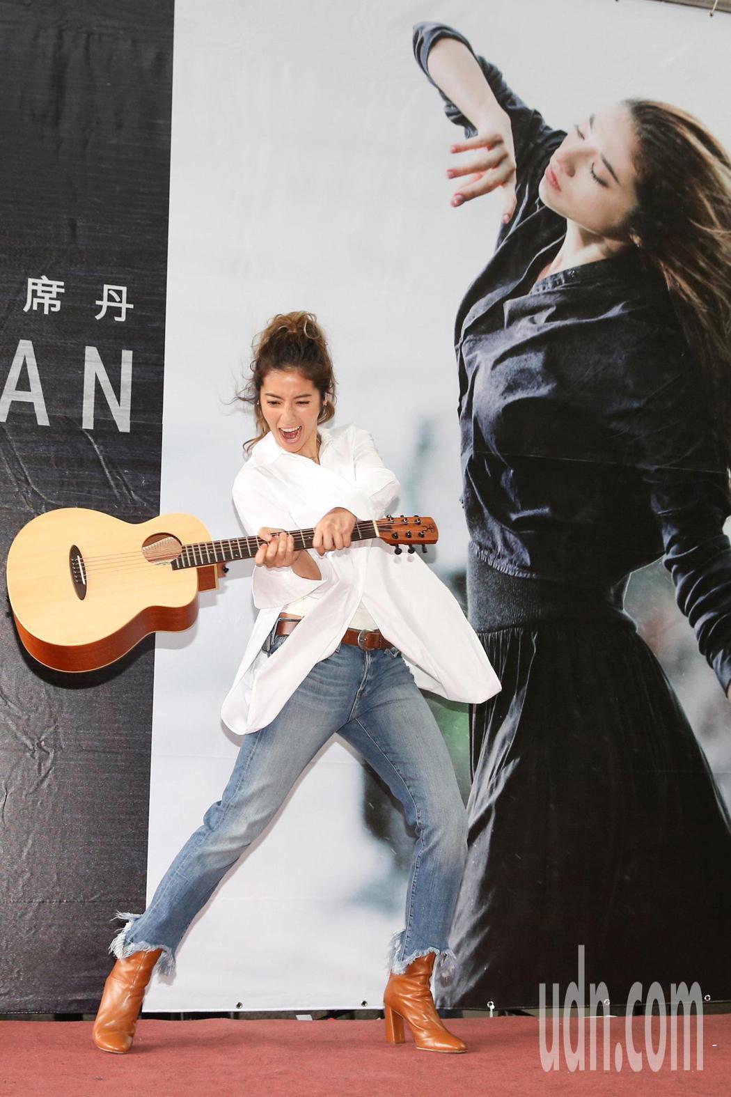 歌手瑞瑪席丹(Rima Zeidan)下午舉辦個人首張創作專輯《你 知不知道》簽...