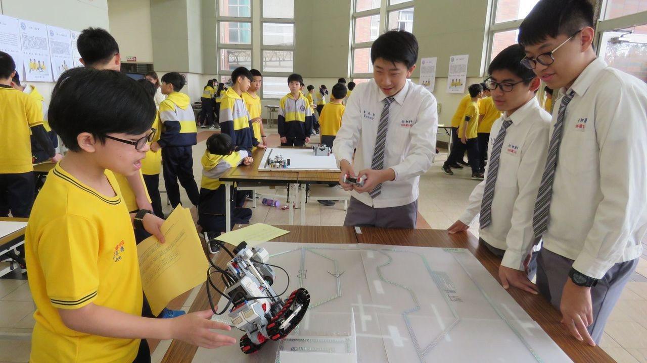 六和高中附設國中部,今天舉辦特色課程學習成果發表會,資訊與機器人設計組,學生巧思...