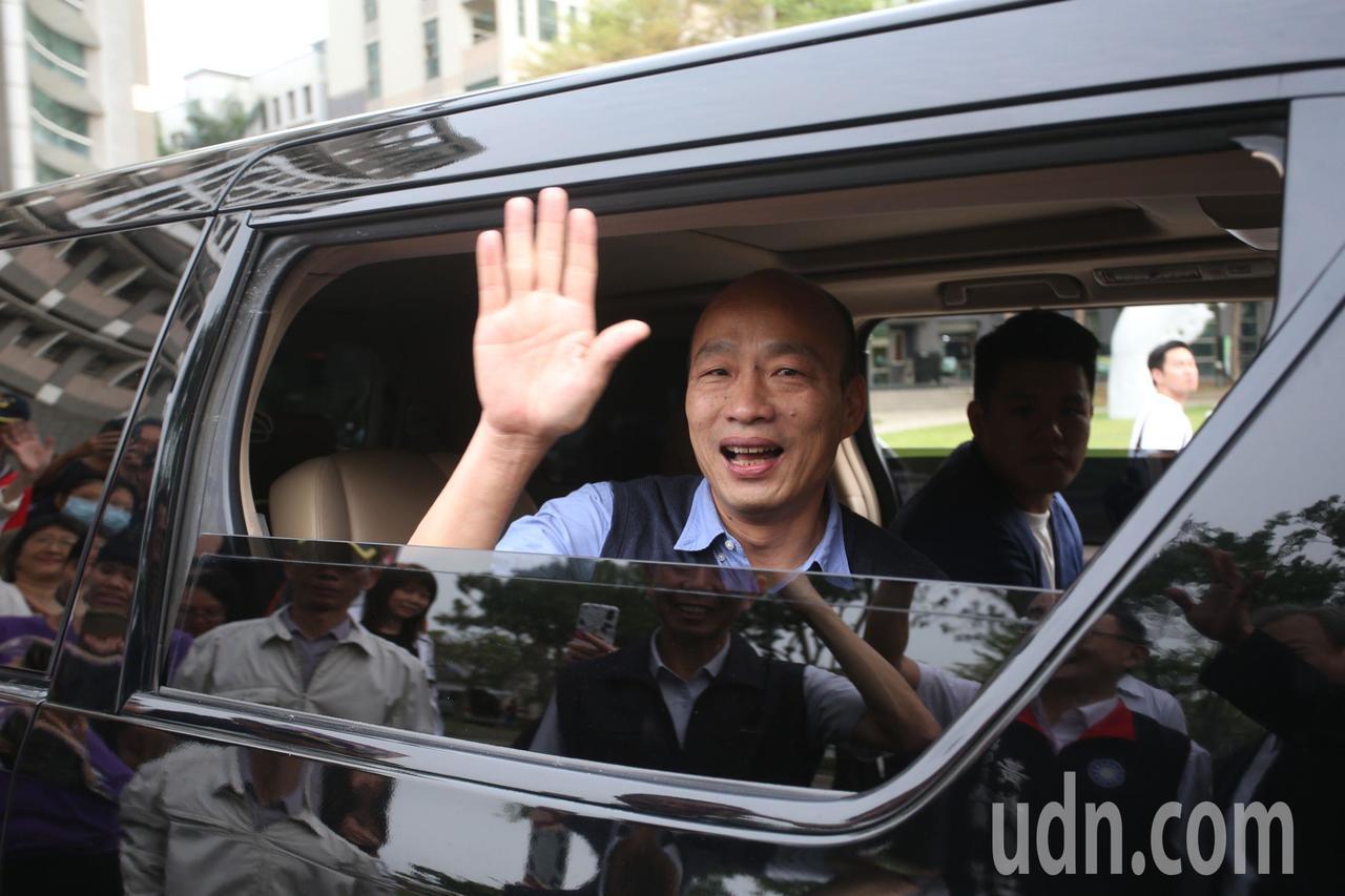 高雄市長韓國瑜從大陸返國後,今天參加私立正修科大一項音樂活動,面對媒體追問是否參...