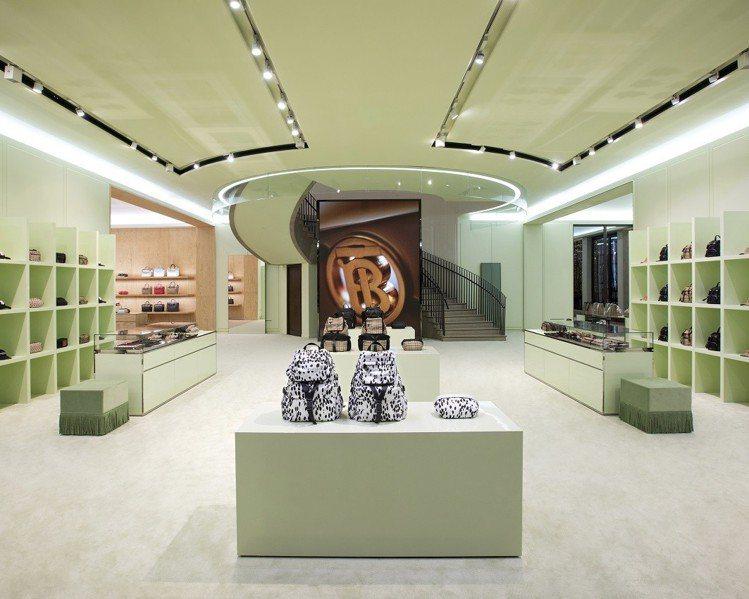 BURBERRY上海靜安嘉里旗艦店的顏色以優雅淡彩為主。圖/BURBERRY提供