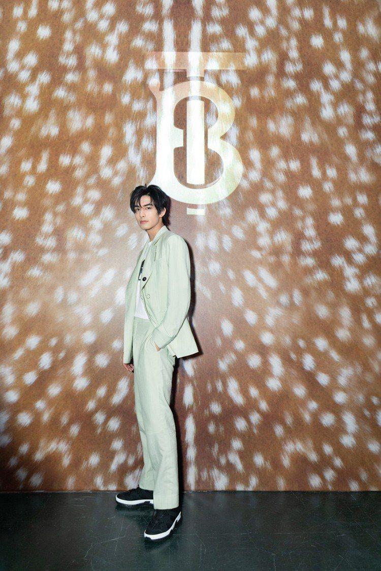 宋威龍穿著2019春夏季男裝出席靜安嘉里旗艦店活動。圖/BURBERRY提供
