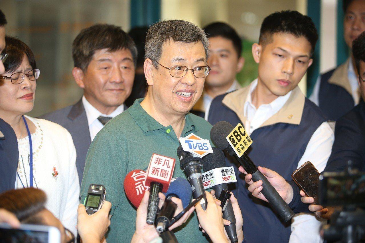當媒體問到是否如傳言退位不連任是受總統府刻意安排?副總統陳建仁說,這是個人決定。...