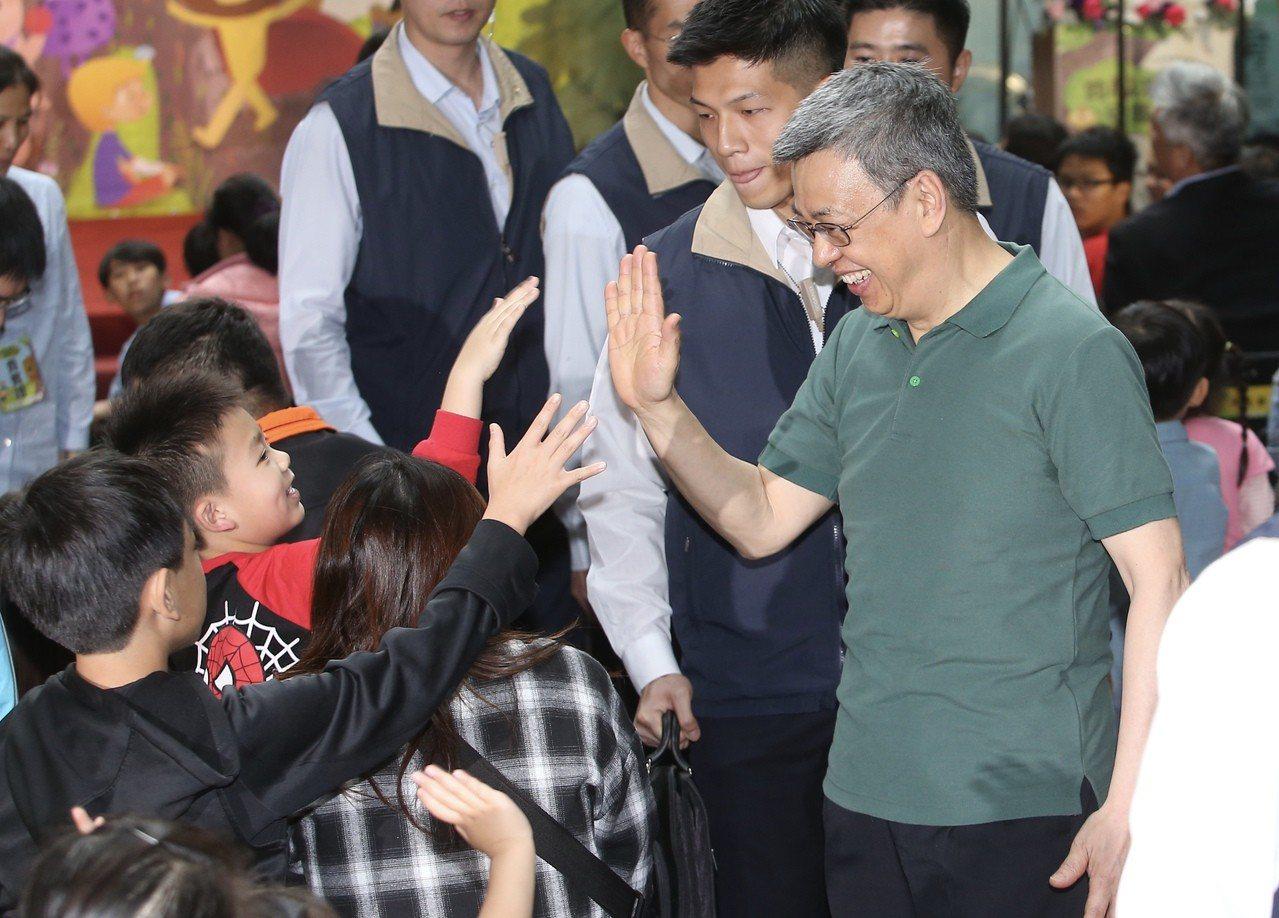 副總統陳建仁昨表態不連任,更在文中提及「最強的組合」,對此,他今天回應,提出最強...
