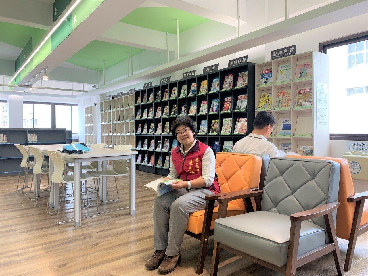 台南市麻豆區圖書館重新整修,提供市民誠品化的優質閱讀環境。記者吳淑玲/攝影