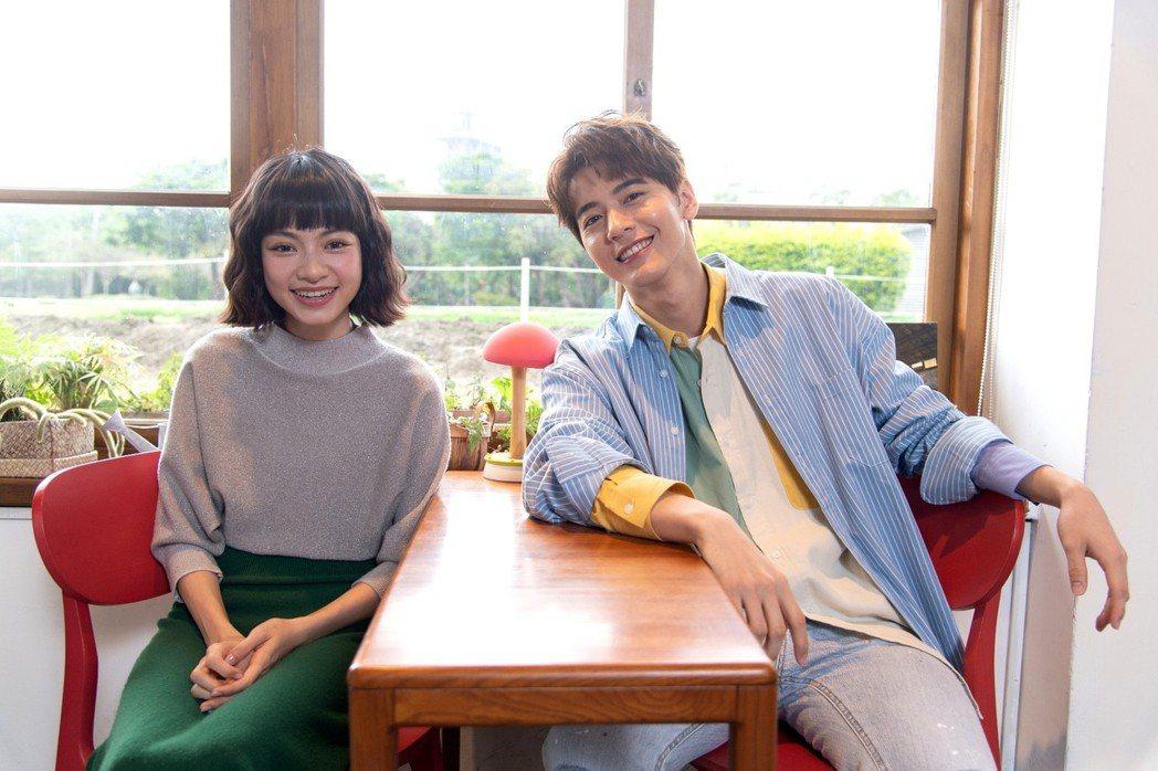 李宗霖(右)、姚愛寗為新戲「一千個晚安」宣傳。圖/三立提供