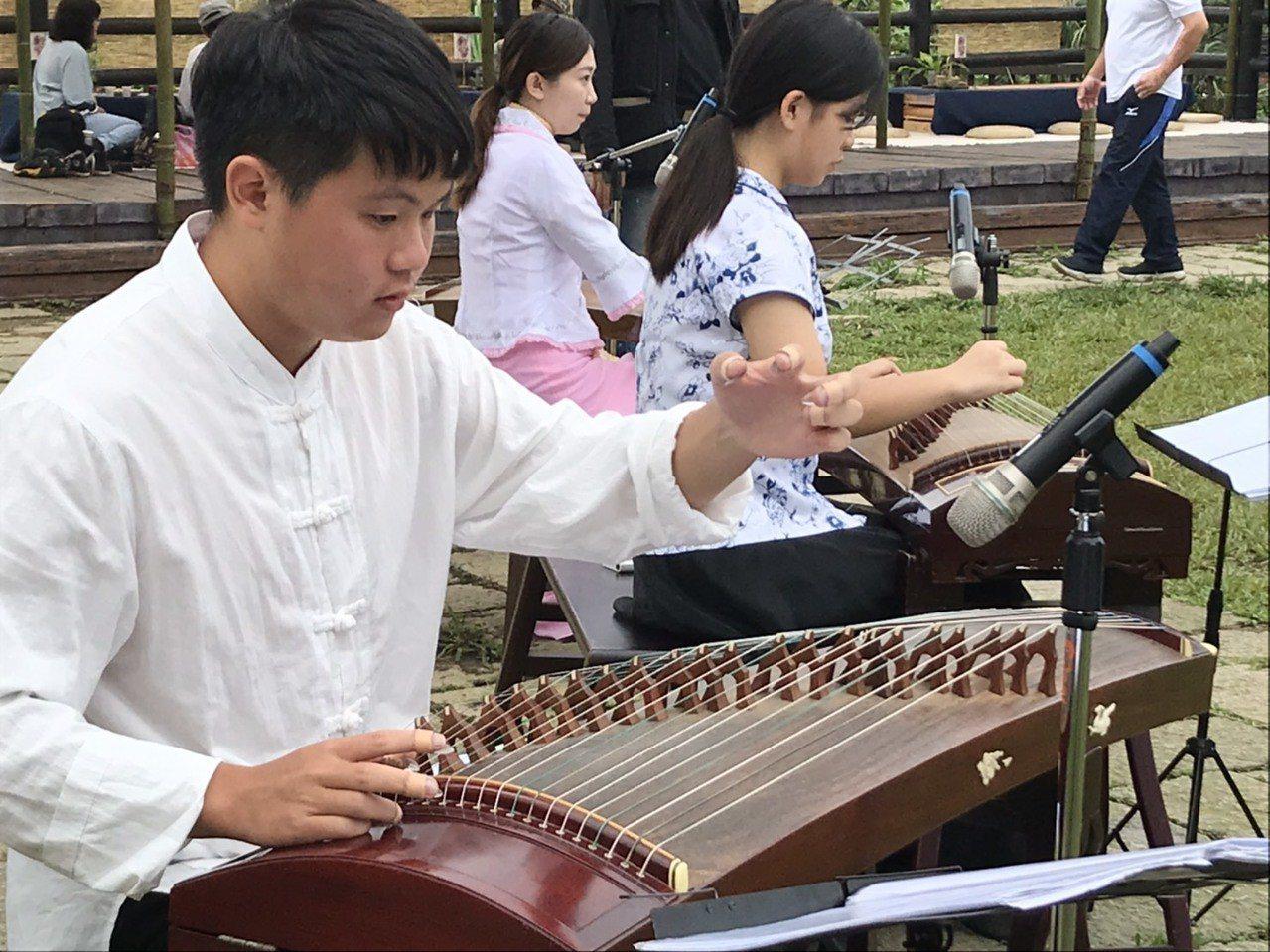 三芝的芝心箏樂團帶來精彩的國樂演奏表演。圖/主辦單位提供