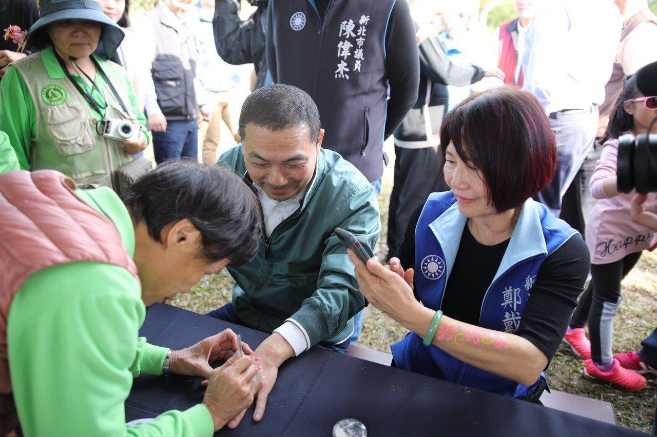 新北市長侯友宜也至現場賞櫻,並且感受在地文化體驗。圖/主辦單位提供