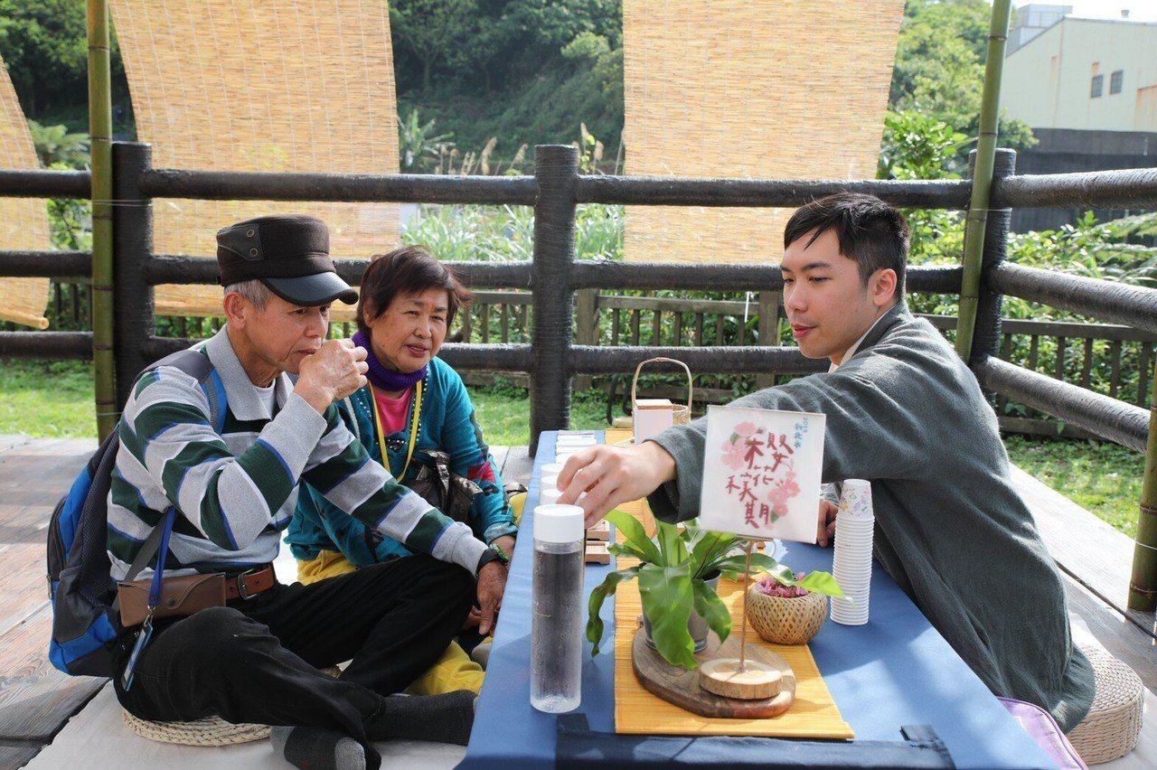 民眾不僅可以賞櫻,同時還能品嚐新北在地好茶。圖/主辦單位提供