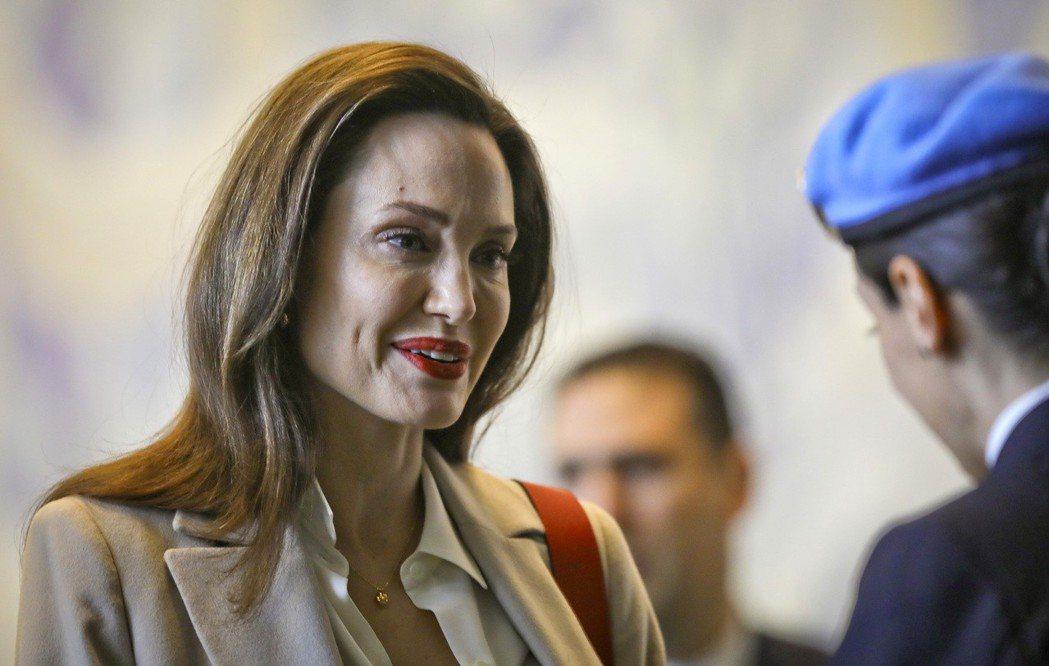 安琪莉娜裘莉近日赴聯合國總部演說,被指「憔悴、現老態」。美聯社