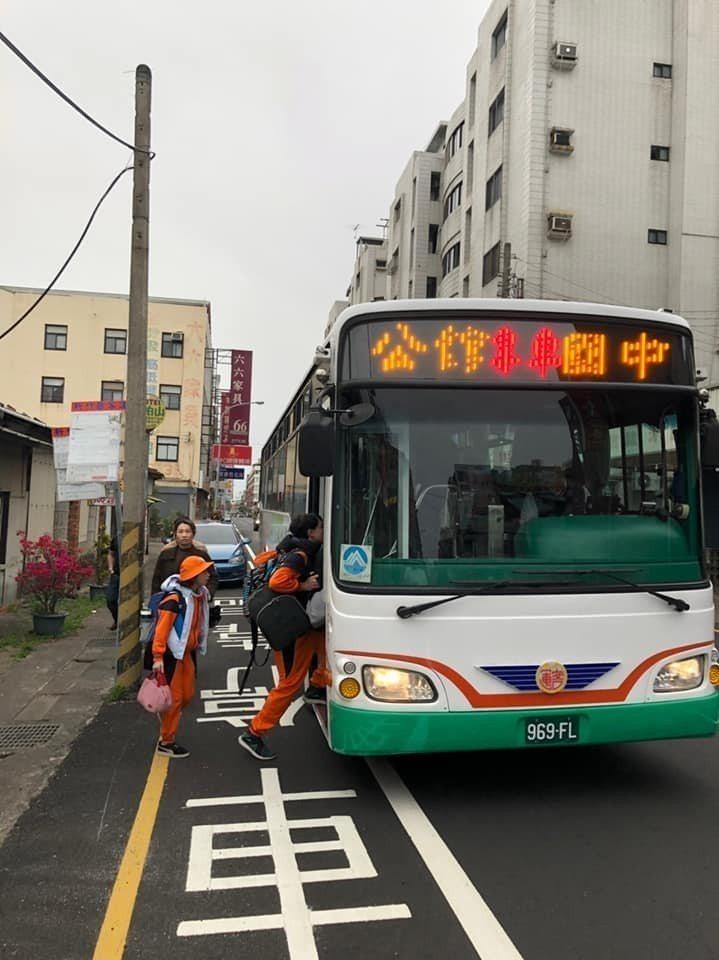 苗栗縣公館國中及家長會協助學生上學通勤,爭取到新竹客運在2月間增設專車行駛路線。...