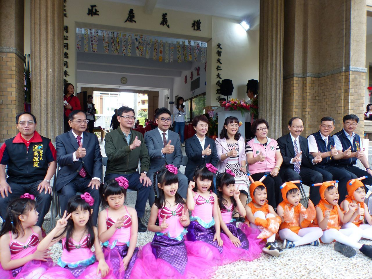 台中市長盧秀燕(左五)今參與台中市西區大同國小120周年校慶,並且為校史館揭幕。...