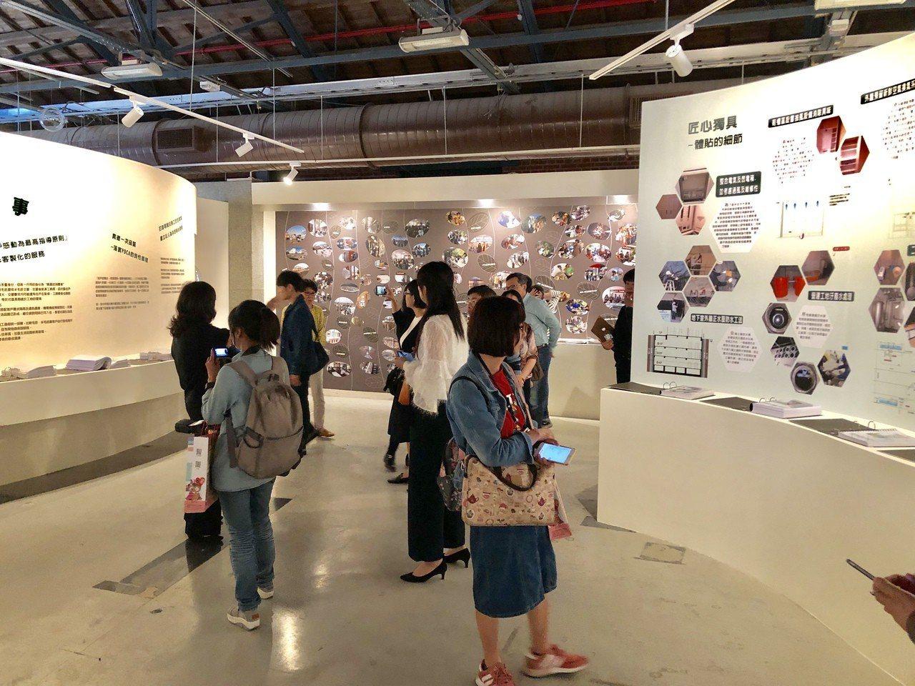 龍寶建設董事長張麗莉說,這是一場「龍寶三十DNA進化論」的展示,更是龍寶為住戶提...