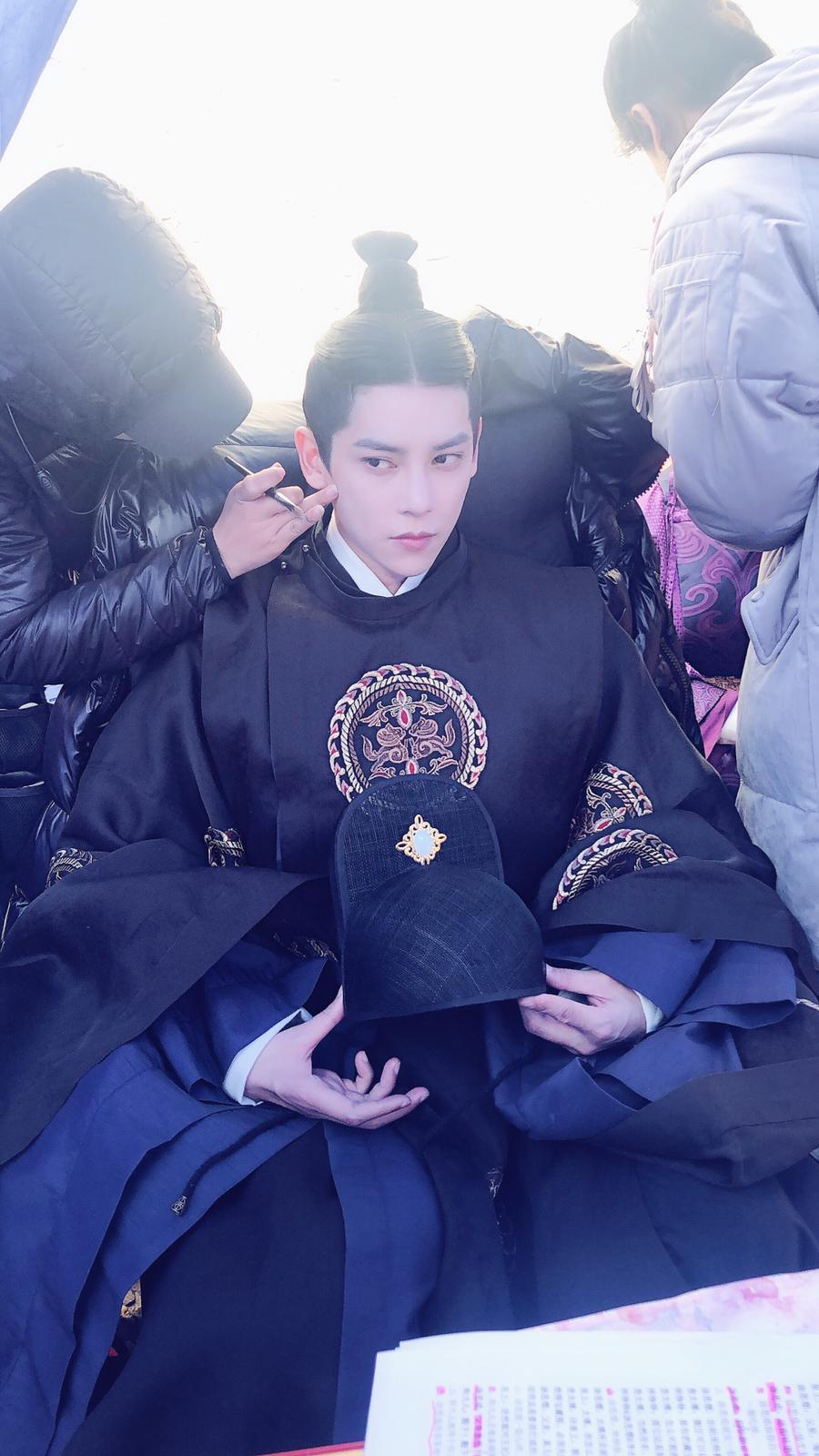 陳柏融拍攝新戲「惹不起的殿下大人」,戲裡飾演二皇子,扮相俊帥冷酷。圖/周子娛樂提...