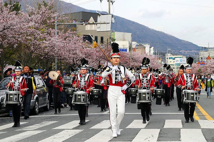 鎮海國際軍樂儀隊慶典於4月5日至4月7日舉行,震撼力十足。圖/取自韓國觀光公社官...