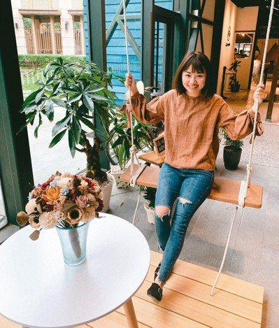 宜蘭美術館是舊的台灣銀行變身而成,「花轟小姐甜寓所 X 聽見咖啡」進駐,昨天開幕...