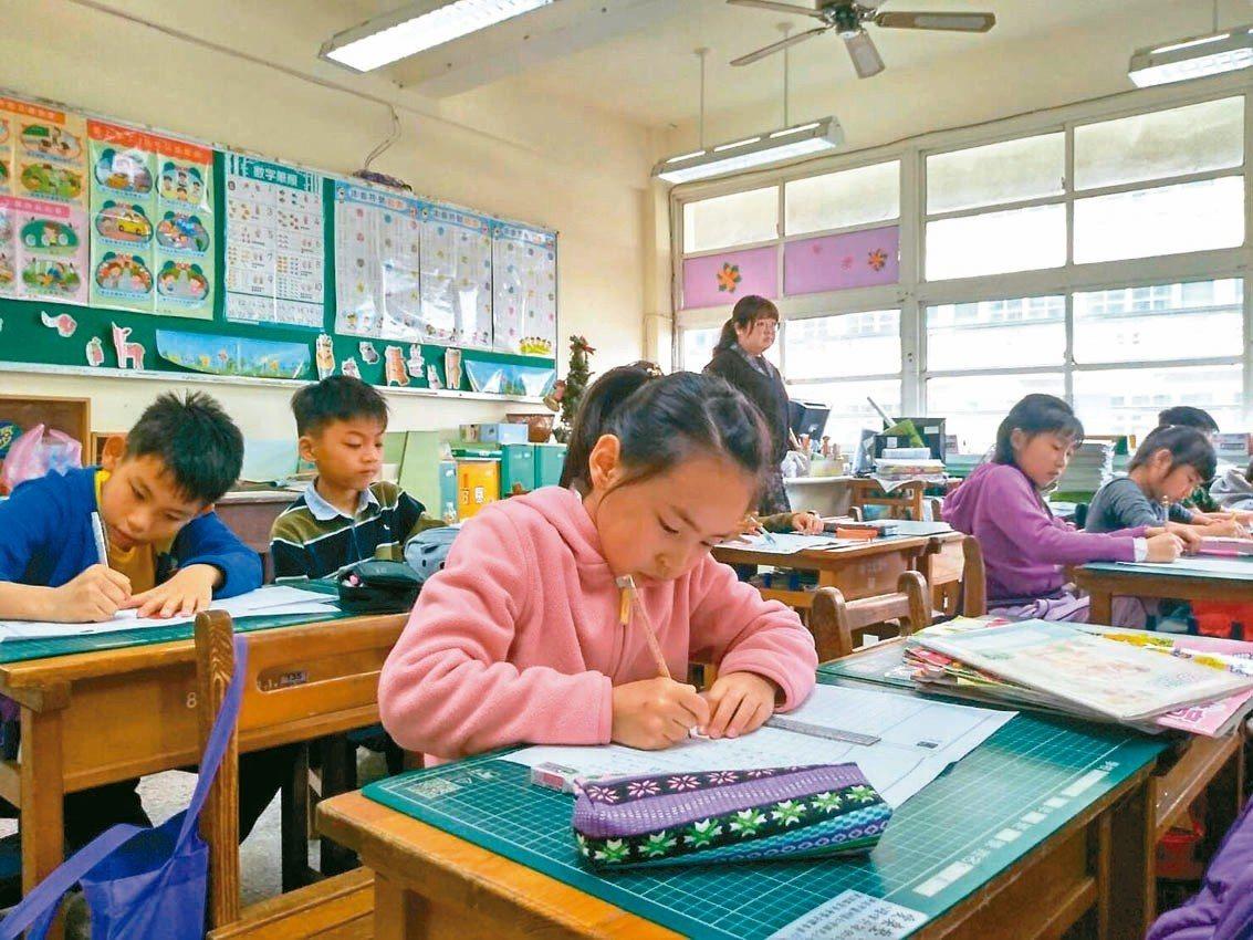第卅五屆武漢楚才盃作文競賽昨登場,北區考生專注應考。 圖/聯合報教育事業部提供