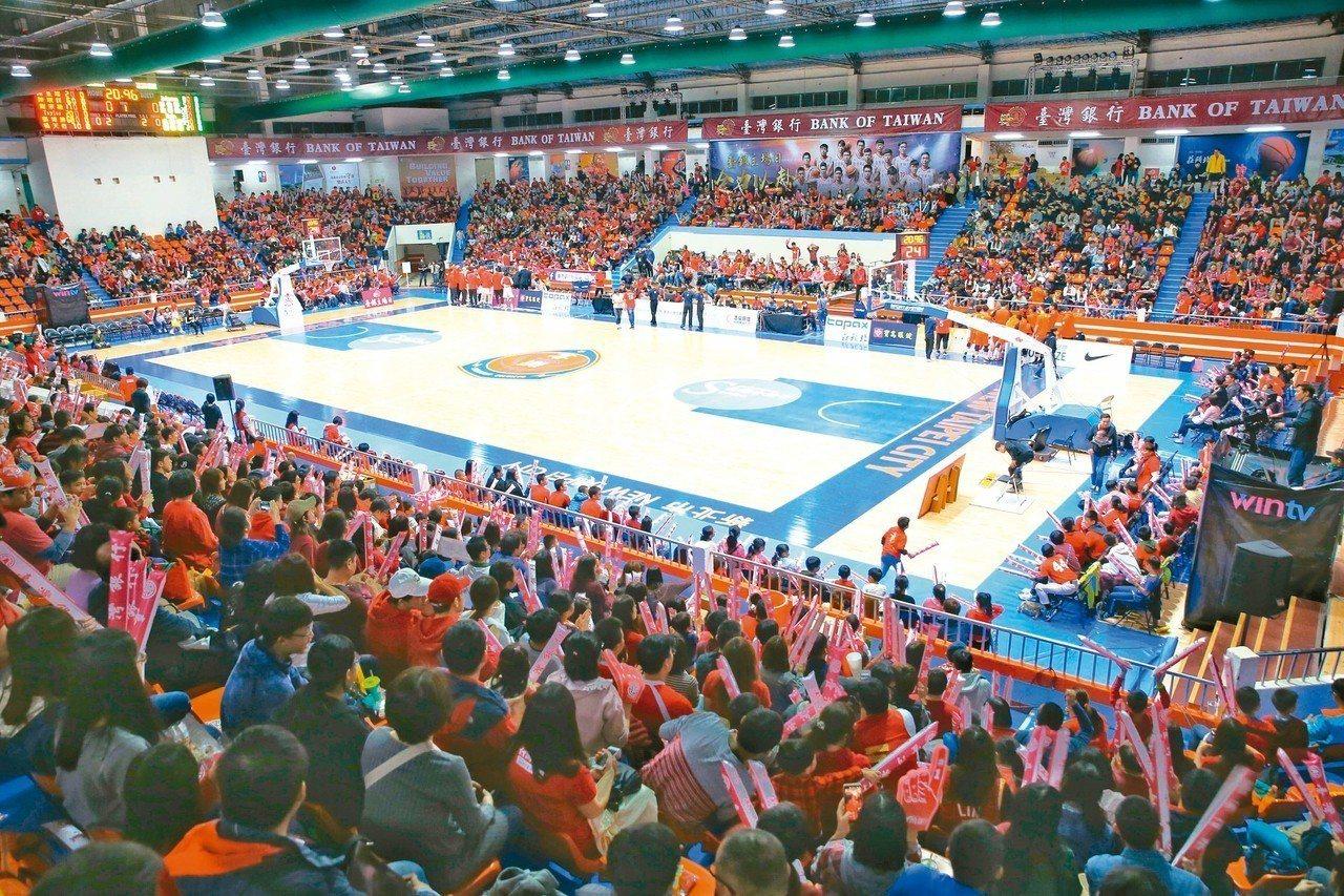 SBL超級籃球聯賽,台銀主場日吸引大批觀眾入場看球。 記者王騰毅/攝影