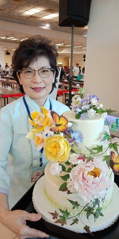 陳碧蓮作品「糖與花共舞」令人驚豔。記者施鴻基/攝影