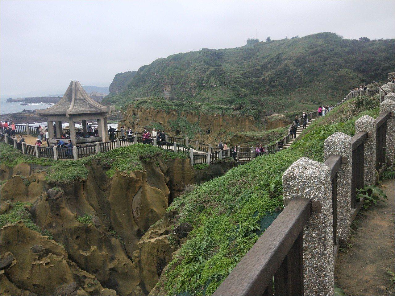 和平島公園擁有北海岸獨特海蝕地景,經整修重新開放後人潮很多,將增闢大型停車場解決...