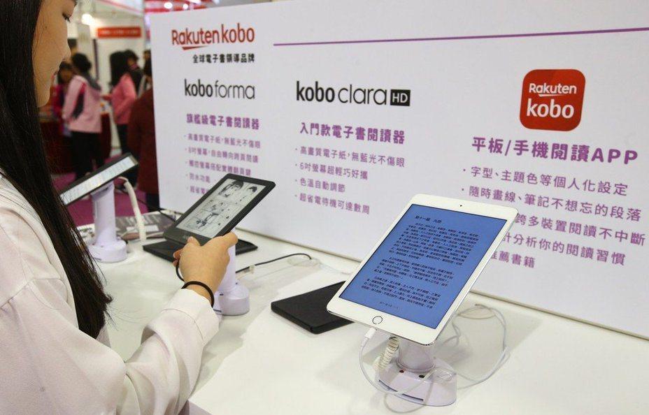 聯合報系願景工程「尋找台灣閱讀力」報導數位多元出版型態興起,文化部近來加強補助線上學習平台、數位閱讀平台等,鼓勵數位閱讀模式創新營運。 圖/聯合報系資料照片