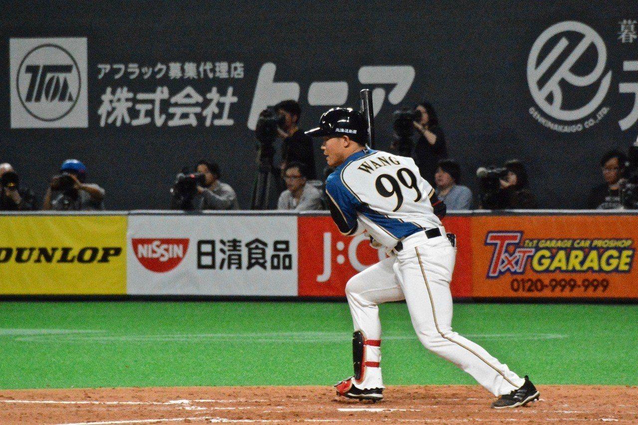 王柏融首分打點進帳。 特派記者蘇志畬/日本札幌攝影