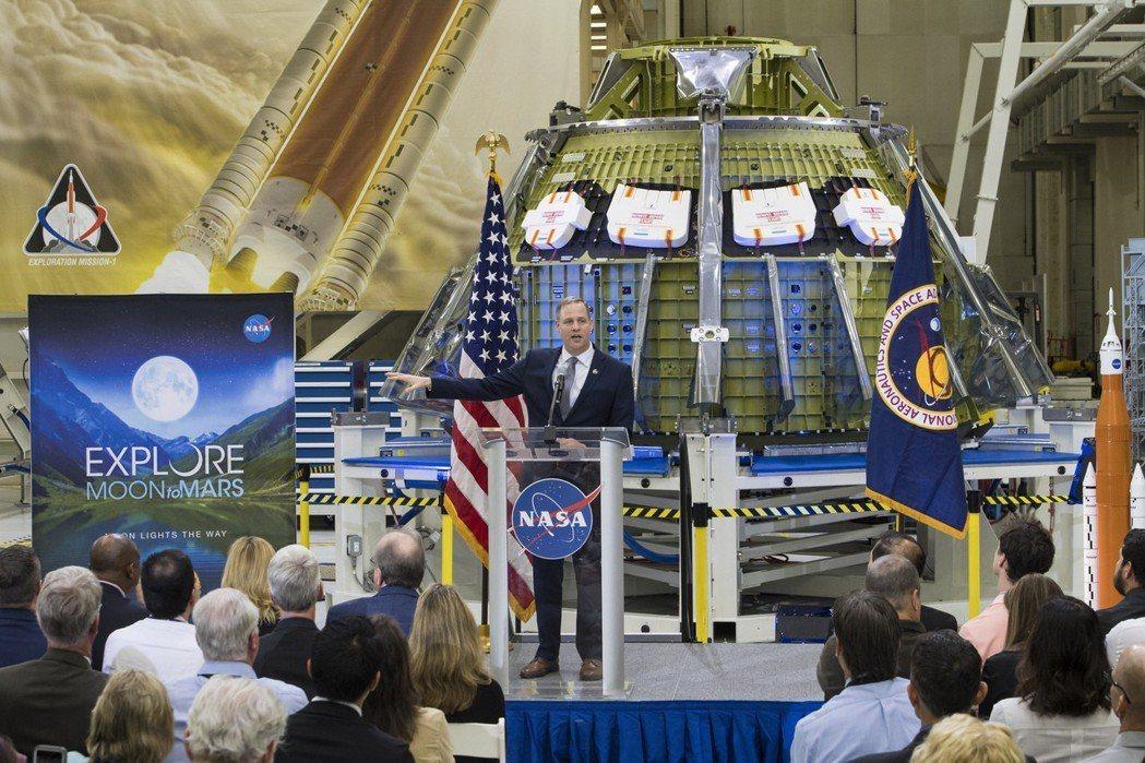太空總署署長布萊登斯坦說明月球任務和登陸火星計畫。 (美聯社)
