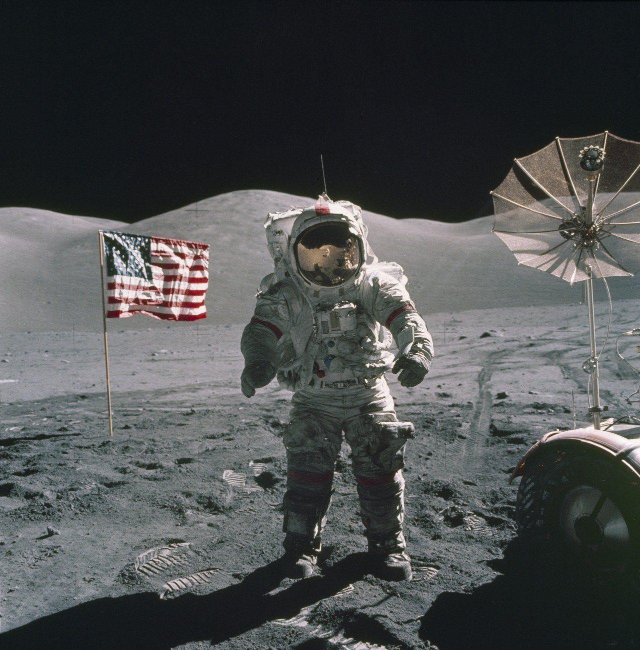 1972年12月12日美國阿波羅17號指揮官塞爾南登陸月球,此後美國就不再派太空...