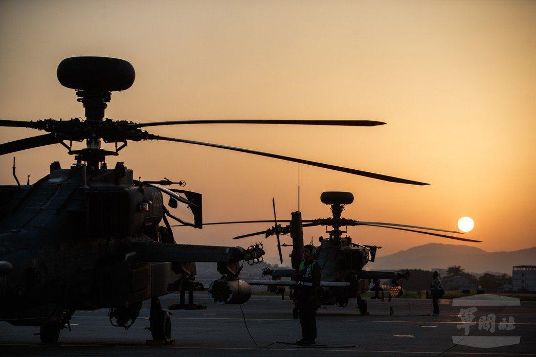 陸軍近年最大軍事投資花在航空,例如30架AH-64阿帕契攻擊直升機,預算就達63...