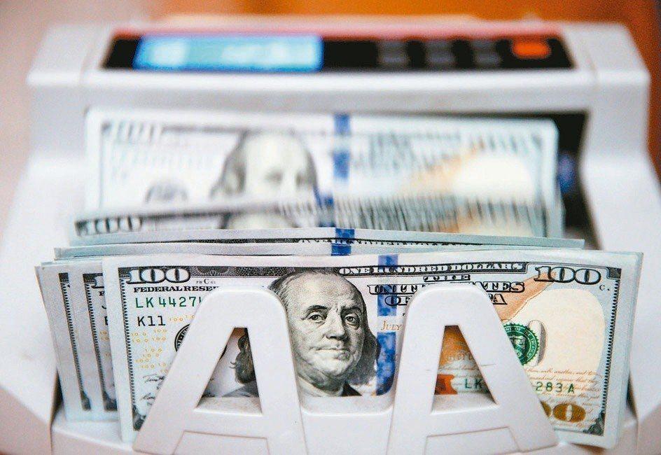 優先順位資產抵押債券基金在全球市場波動加大下,增加投資人的靈活配置投資選項。(路...