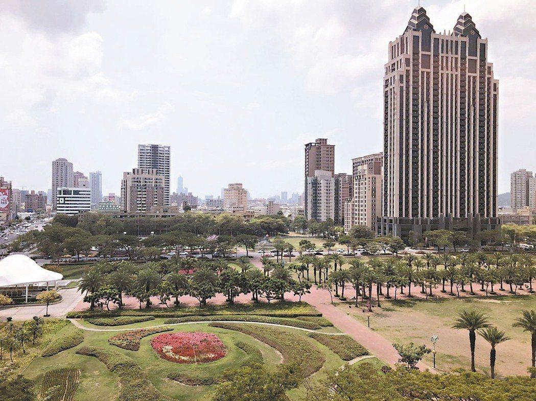 高雄房市上半年交易活絡,建商跟著韓流拓展海外華人商機,近日將前往香港行銷新建案。...