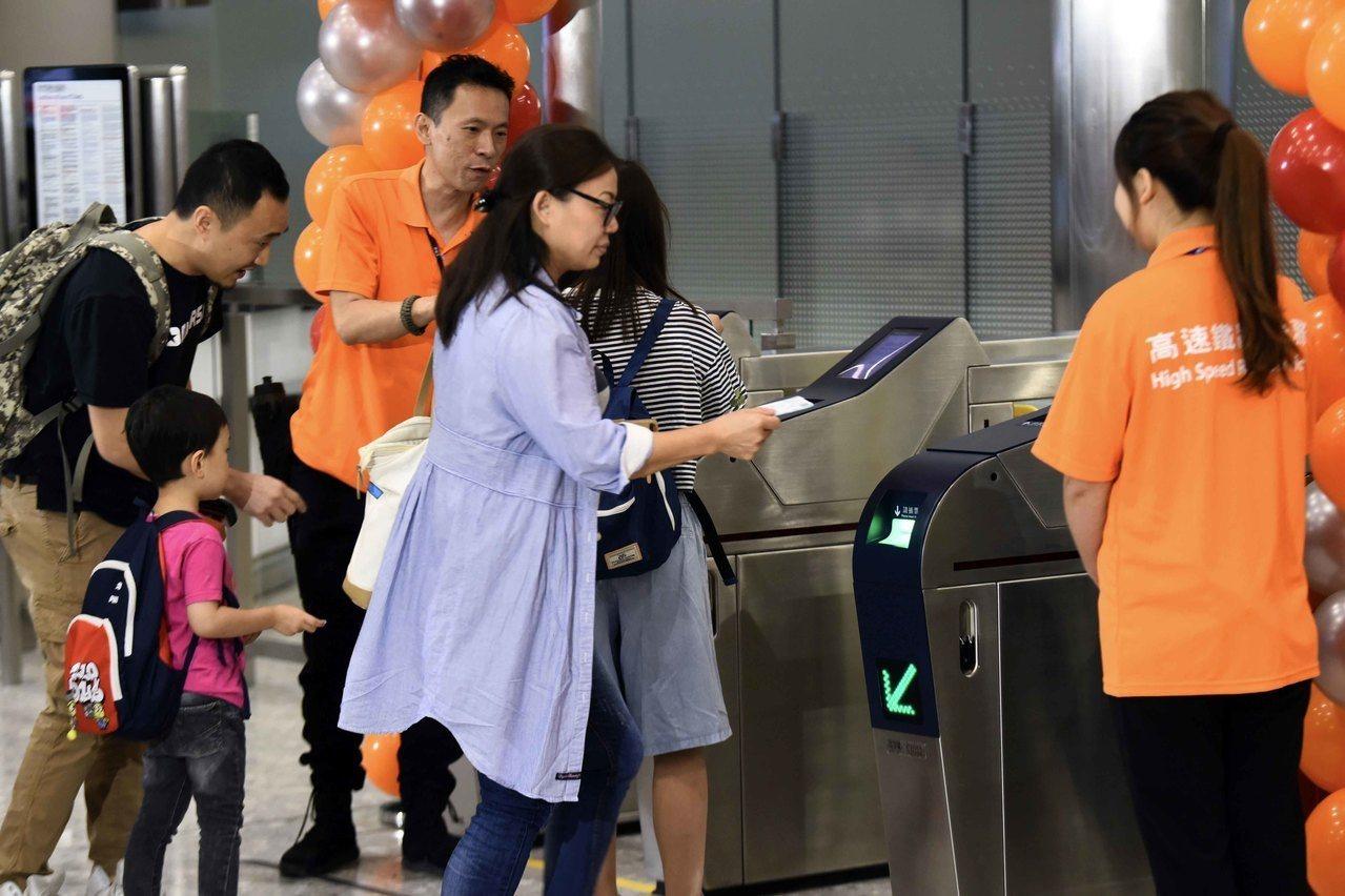 高鐵西九站承辦商爆發裁員潮,國際永勝護衛管理決定大幅裁員三分之二約200人。 世...