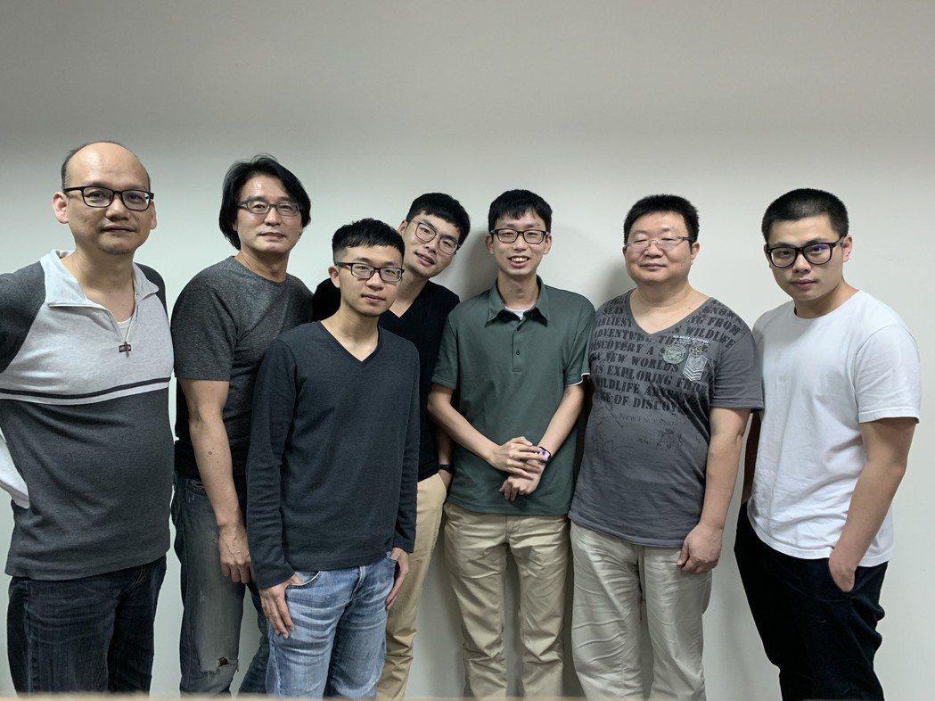 富泰金融科技營運長張天臻(左二)與營運團隊合影。