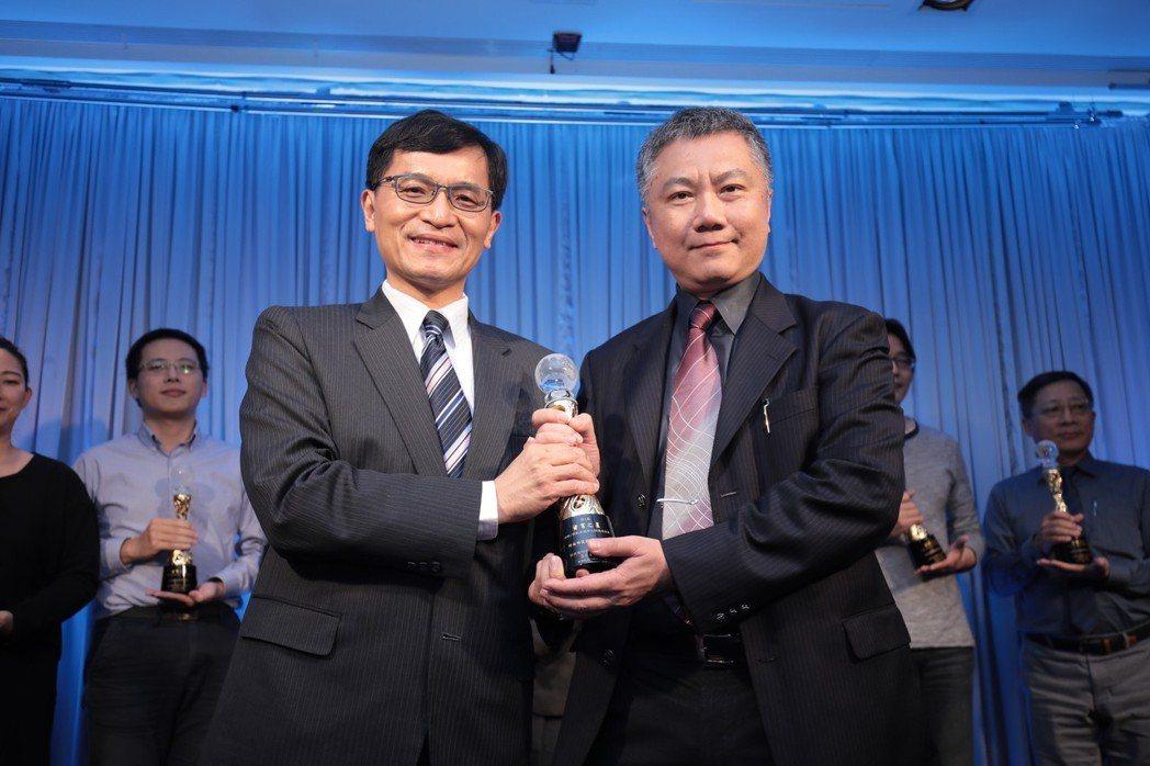 仲鈜科技董事長鄭慶章。